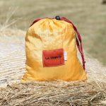 Hamac toile de parachute or et safran www.latribu.shop